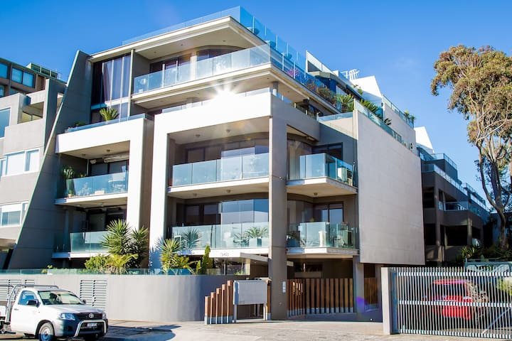 2BR beach apartment, stylish, big, & super central - Saint Kilda West - Huoneisto