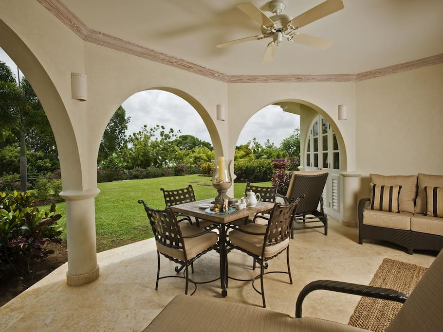 Comfortable lounge furniture and an al fresco dining option