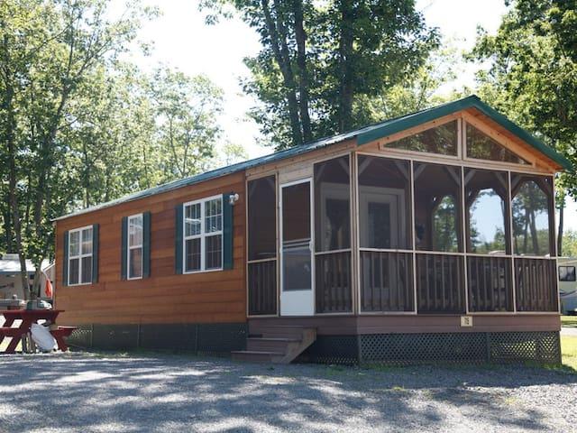 Beautiful Cabin at Camping Resort - Scarborough - Cabane