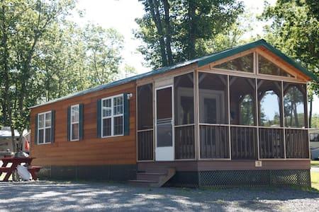 Beautiful Cabin at Camping Resort - Scarborough - Blockhütte