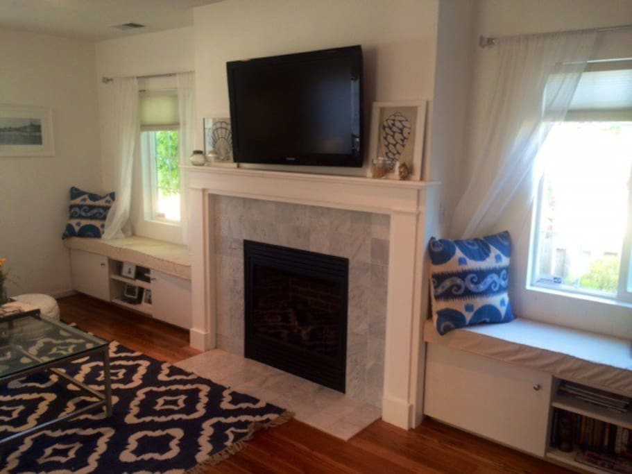 Gas fireplace and window seats in living room
