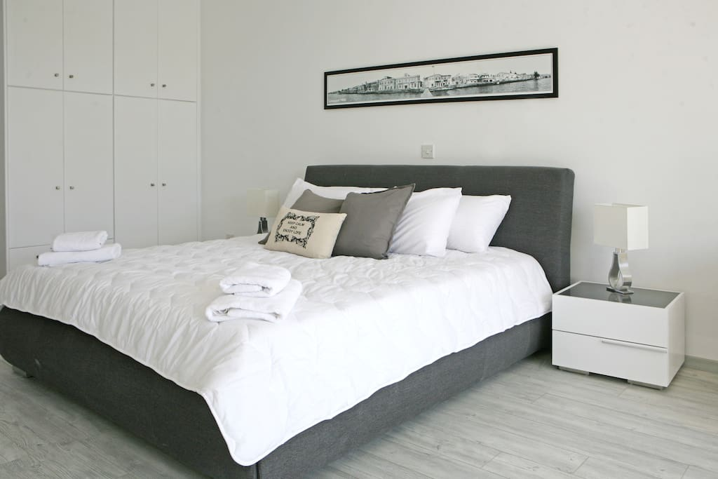 Six feet bed with great mattress !