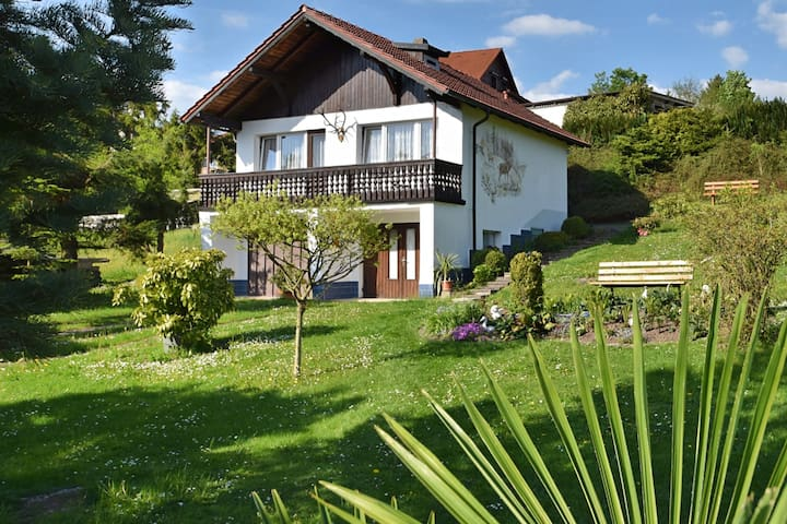 Holiday cottage for 2-3 people in the beautiful Thüringen Forest.