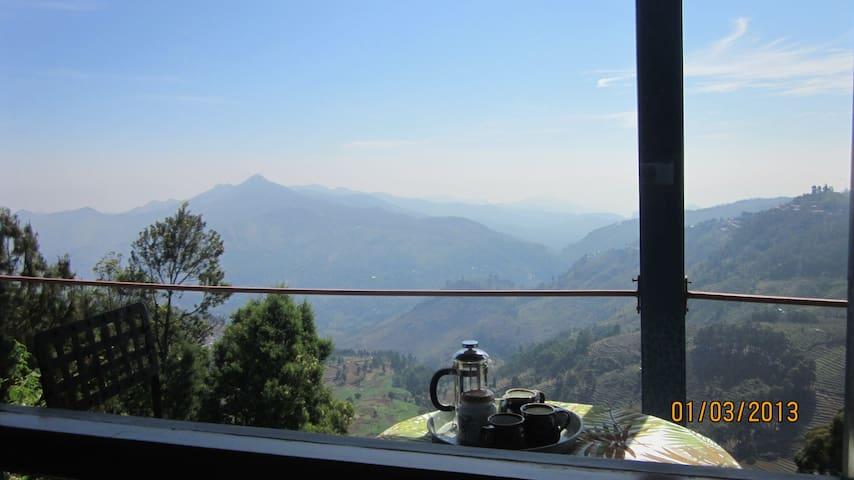 Mistover-secluded mountain cottage - Kodaikanal - Talo