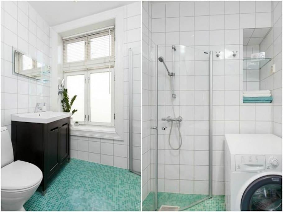 Bathroom including washing machine