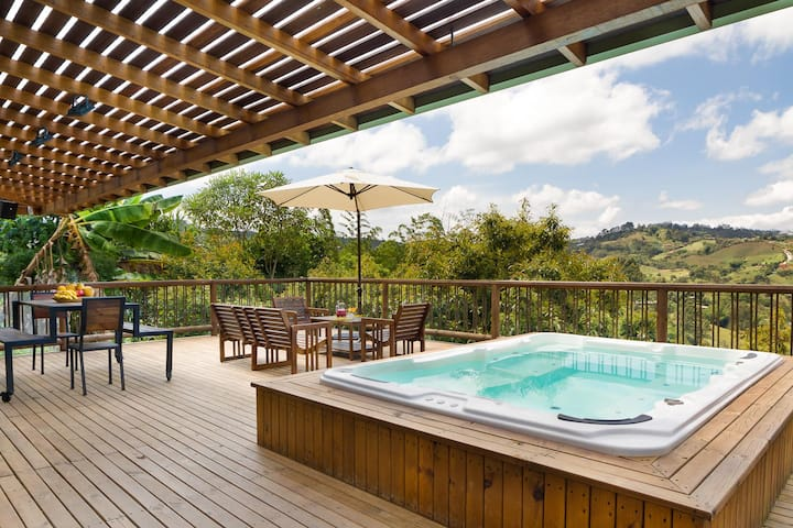 ★LUXURY Spacious★Jacuzzi★Wi-Fi★BBQ★VILLACOMPLETA