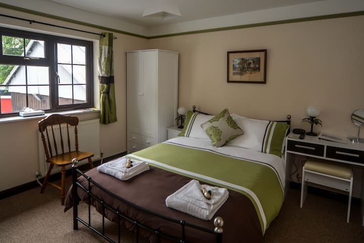 TyMawr deluxe B&B double room with ensuite (room2)
