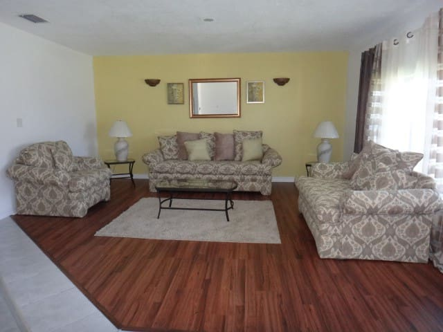 Celestial Suite - Freeport, Grand Bahama - Apartment