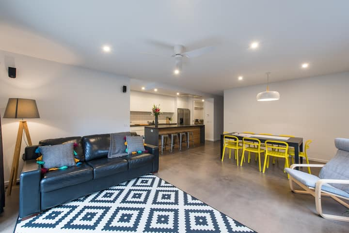 The Bright House. Modern, Spacious Central Bendigo
