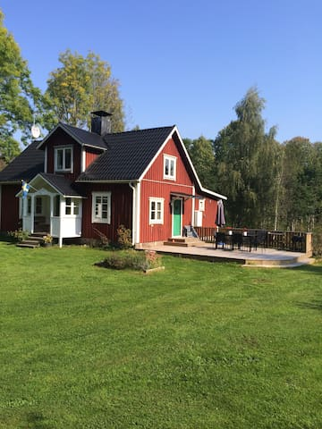 """Cosy and modern """"Smålandstorp"""" - Urshult - Dům"""