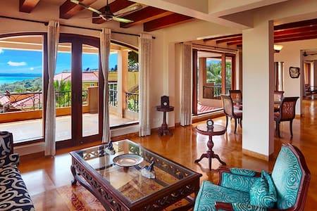 Banyan Villa: Luxury 6 Bedroom Home