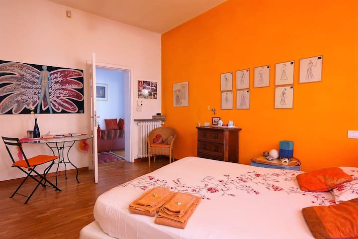 Artist Verona , cozy room , in Verona City center