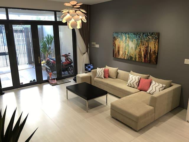 Private 3 Bedroom Near SC Vivo Mall - Nha Be - Şehir evi