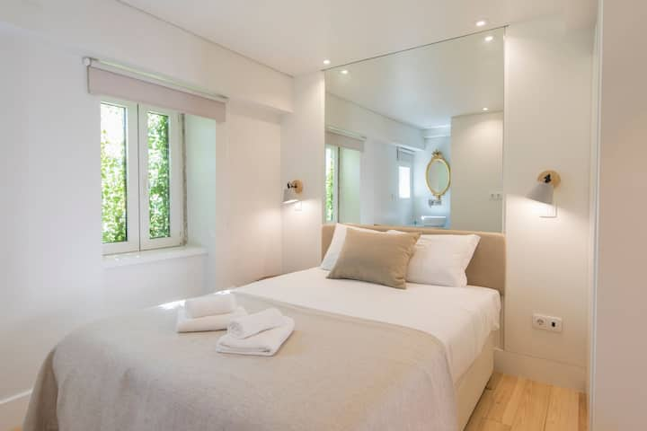 Principe Real: modern and comfort by LovelyStay