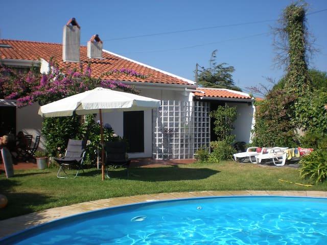 Casa com piscina - Árvore - Haus