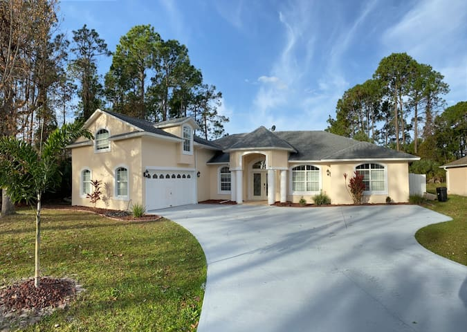 NEW 5 Bedroom w/ Saltwater Pool, 10 min from Beach