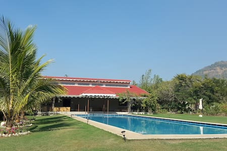 Luxury hillside bungalow in Alibaug - 萊加德(Raigad)