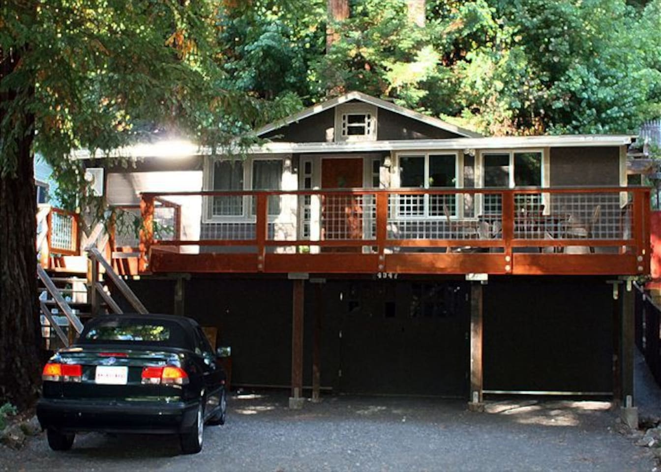 Evergreen Cottage has a large front deck with a table & chairs.