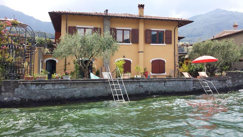 Casa Salini in riva al lago d'Iseo - Sale Marasino - House