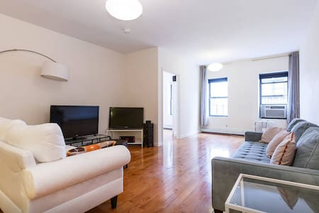 Share a bedroom in a huge Apartment