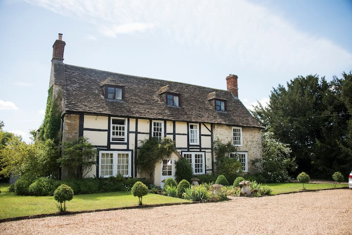 Tudor Country House- Sleeps 16, Hot Tub