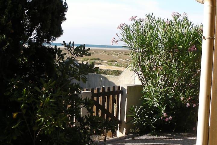 Maison avec vue directe sur la mer