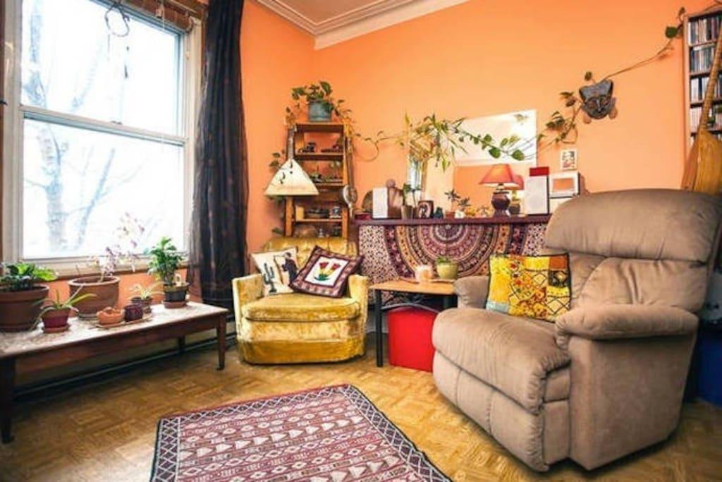 Chambre à coucher double (côté détente) / Large bedroom (cozy side)