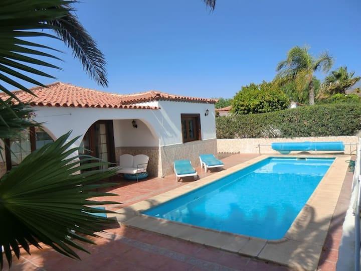 La Quinta Villa, 3 bed with private pool