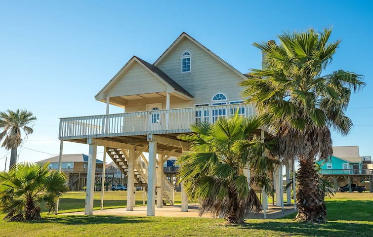 Great Beach Getaway in Treasure Island!
