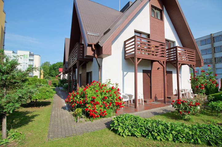 Lovely two bedrooms, only 1km from the sea.
