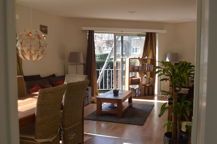 Nice apartment with garden - Woluwe-Saint-Pierre - Lejlighed