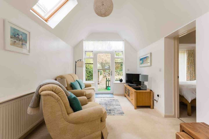Cotswolds Stroud, bright modern S/C annexe