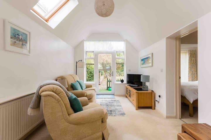 Cotswolds Stroud, bright modern S/C annexe