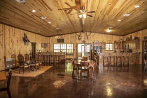 Acadiana Big Lodge at Knobbhill Hunting Lodge