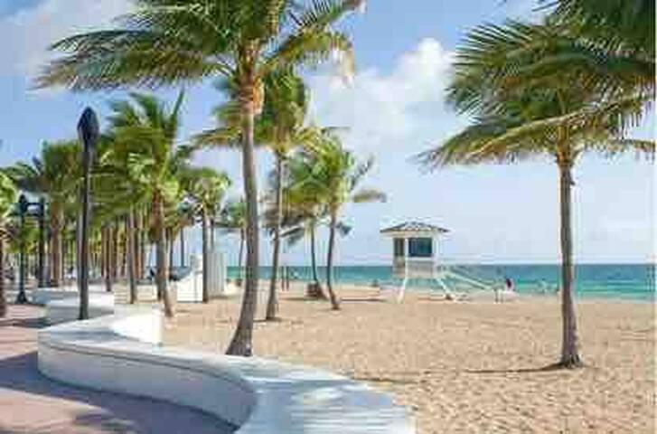 Tropical Beach Condo. The Perfect Ocean Getaway!