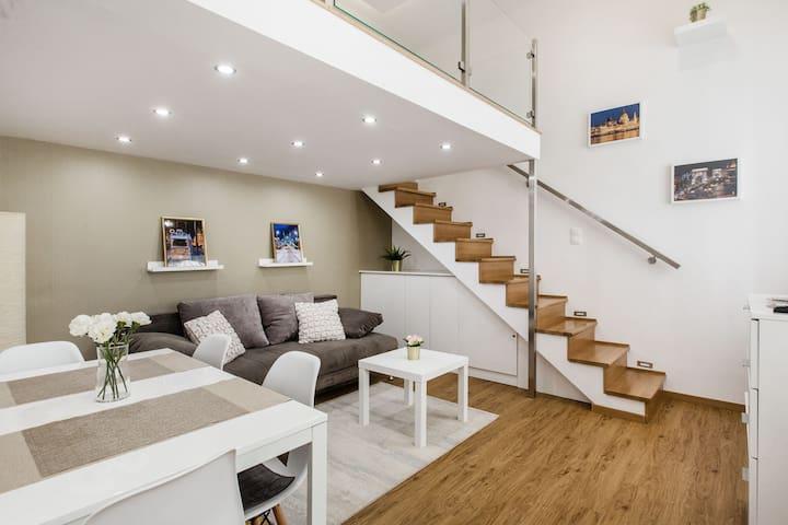 Renaissance Studio Apartment + Bathtub