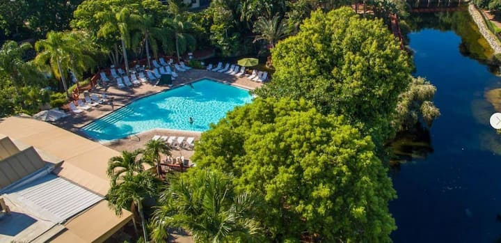 AWESOME DEAL! GREAT 1BR/1BA, POOL, HOT TUB, GYM