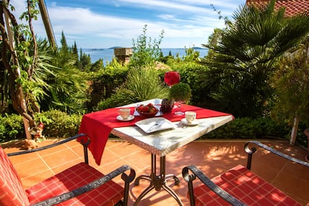Garden Suite with sea view - Mlini - Apartment