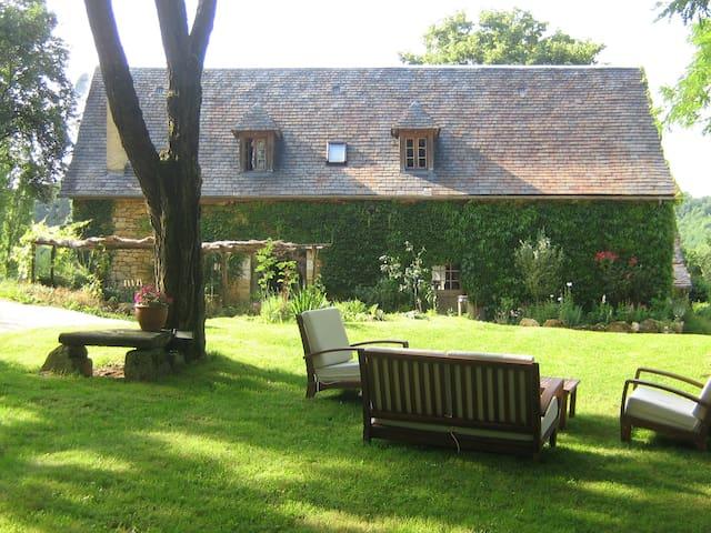 Périgourdine  avec piscine chauffée - Saint-Amand-de-Coly - Haus