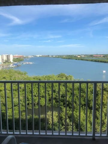 Indian Shores, 2 Bedroom Condo with a view