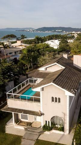 Sea view villa 20m to sea Jurere Internacional
