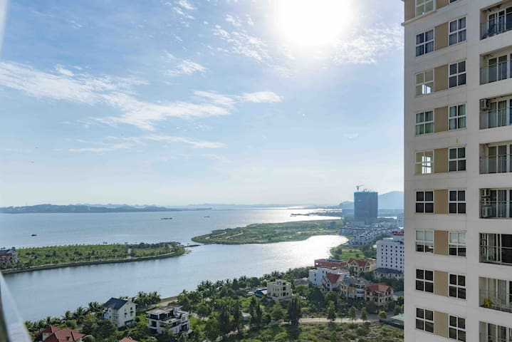 ROMANTIC SEA VIEW APT, 3 BED ROOM, LARGE, NEW LIFE