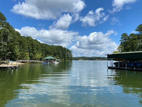 Dog friendly Clarks Hill Lake house with pool.