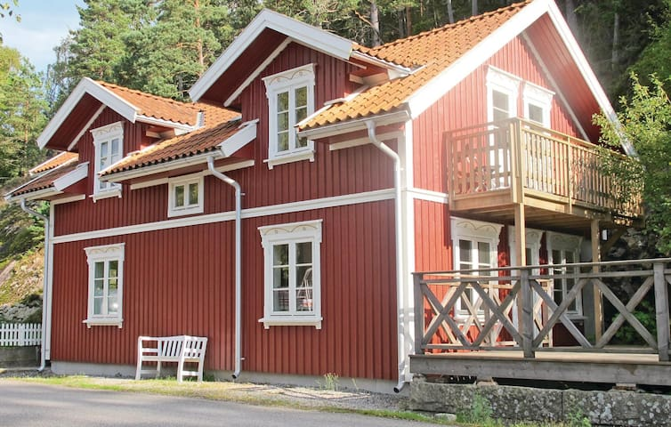 Holiday cottage with 4 bedrooms on 108m² in Strömstad