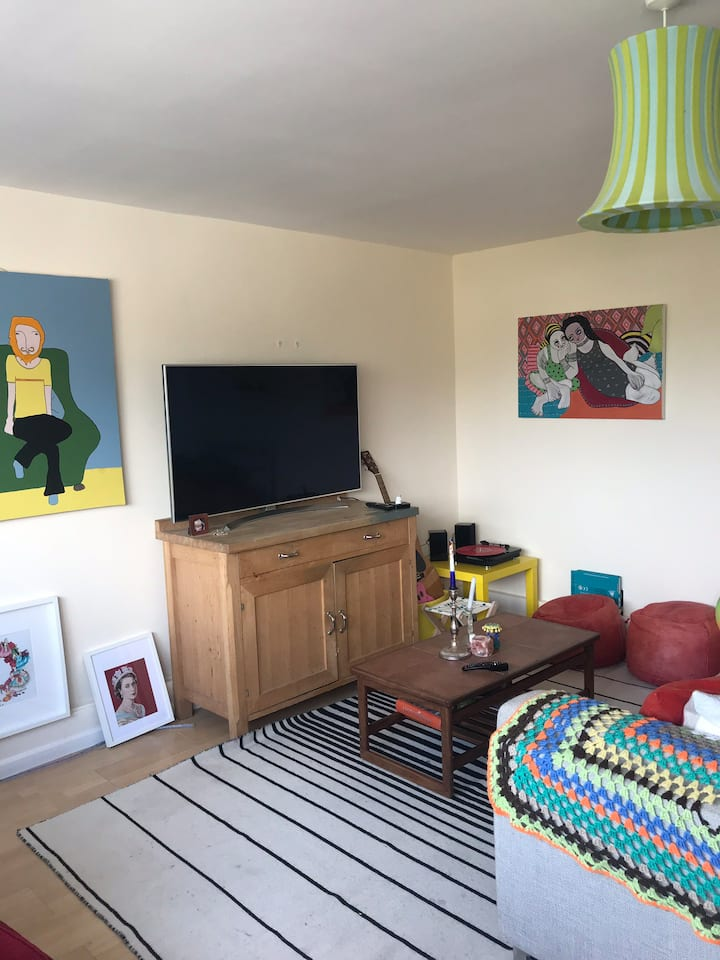 Quirky 3 bedroom maisonette in a cute village