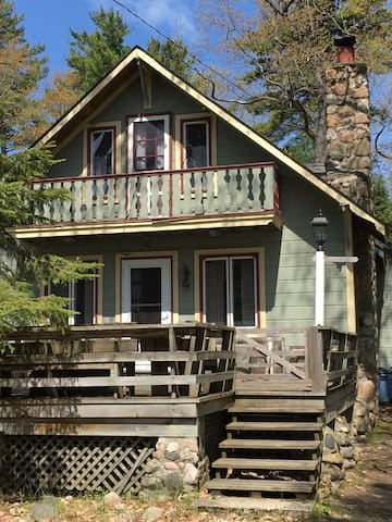 The Pines Cottage - Experience BBI at its best