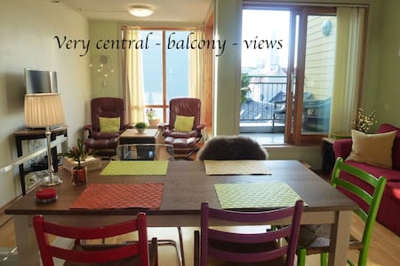 Supercentral 2 bedroom duplex w/balcony and views - Bergen