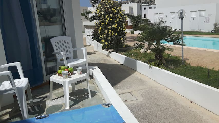 Peyia - Cyprus 1 bed. holiday apartment with pool.