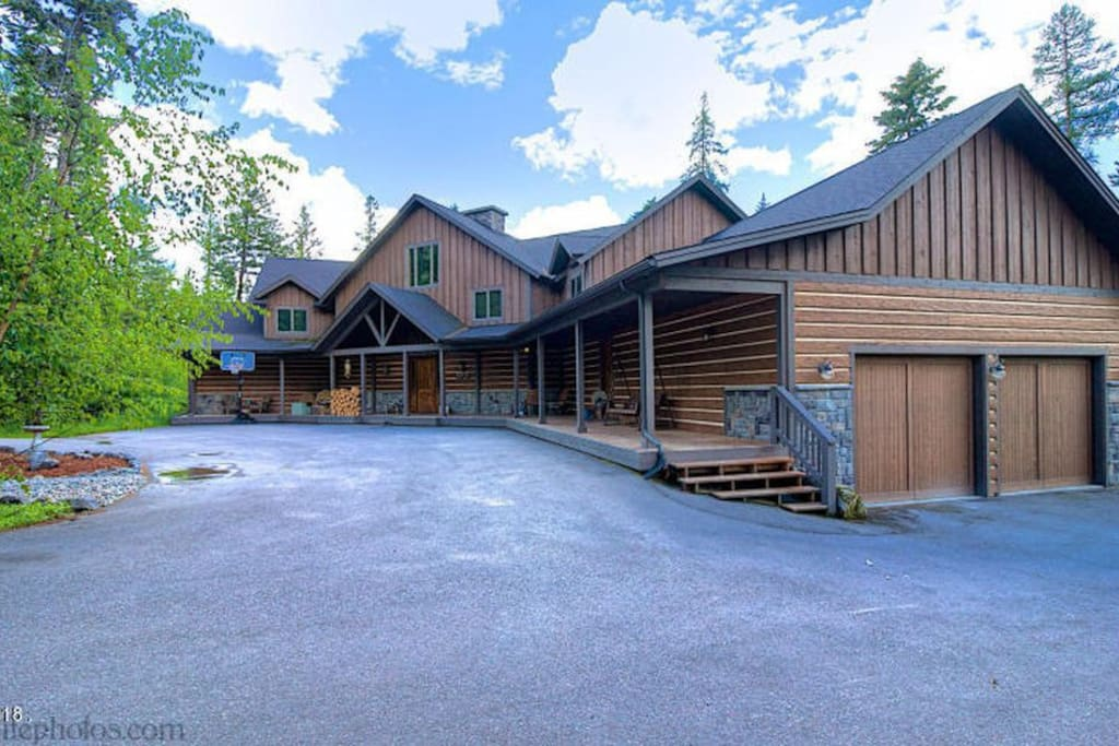 Big Cedar Lodge - Private - Secluded Family Getaway with 2 Car Garage