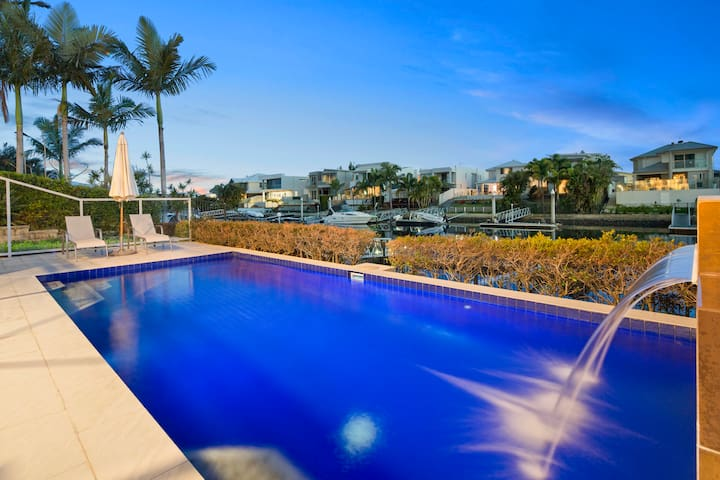 Luxury waterfront house close to Theme Parks shops